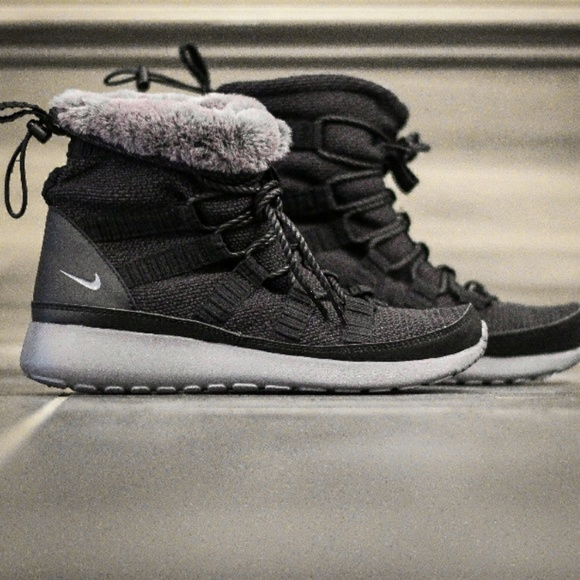 new style fb845 9a2be Nike Women's Roshe One Hi Boot